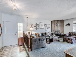 Photo 4: 5024 26 Avenue NE in Calgary: Rundle Detached for sale : MLS®# C4306452