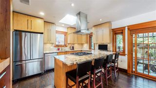 Photo 4: 2705 W 5TH Avenue in Vancouver: Kitsilano House 1/2 Duplex for sale (Vancouver West)  : MLS®# R2497295