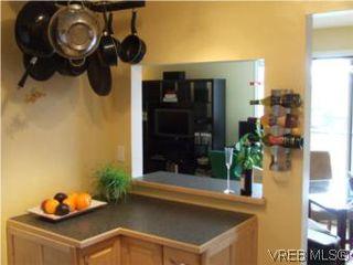 Photo 2: 308 1366 Hillside Ave in VICTORIA: Vi Oaklands Condo for sale (Victoria)  : MLS®# 538617