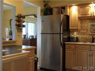 Photo 3: 308 1366 Hillside Ave in VICTORIA: Vi Oaklands Condo for sale (Victoria)  : MLS®# 538617