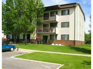 Photo 1: 20 LAKE CREST Road in WINNIPEG: Fort Garry / Whyte Ridge / St Norbert Condominium for sale (South Winnipeg)  : MLS®# 2407804