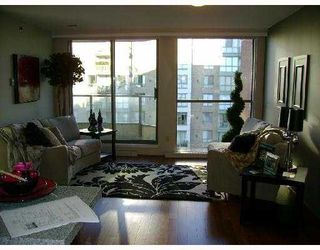 Photo 3: 706 2201 PINE Street in Vancouver: Fairview VW Condo for sale (Vancouver West)  : MLS®# V734760