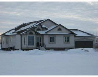 Photo 1: 36 MINIC Road in WSTPAUL: Middlechurch / Rivercrest Residential for sale (Winnipeg area)  : MLS®# 2901221