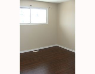 Photo 6:  in CALGARY: Huntington Hills Residential Detached Single Family for sale (Calgary)  : MLS®# C3372499