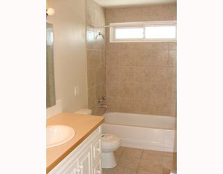Photo 4:  in CALGARY: Huntington Hills Residential Detached Single Family for sale (Calgary)  : MLS®# C3372499