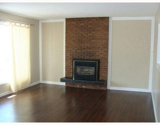 Photo 2:  in CALGARY: Huntington Hills Residential Detached Single Family for sale (Calgary)  : MLS®# C3372499