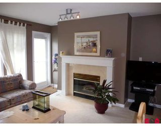 "Photo 6: 406 15340 19A Avenue in Surrey: King George Corridor Condo for sale in ""STRATFORD GARDENS"" (South Surrey White Rock)  : MLS®# F2914503"