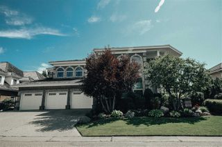 Photo 2: 1492 Welbourn Drive in Edmonton: Zone 20 House for sale : MLS®# E4166323