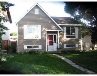 Photo 1: 38 BLACKWATER Bay in WINNIPEG: St Vital Residential for sale (South East Winnipeg)  : MLS®# 2914579