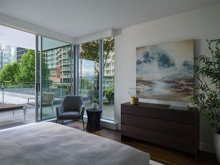 Photo 17: 403 1169 W CORDOVA STREET in Vancouver: Coal Harbour Condo for sale (Vancouver West)  : MLS®# R2475805