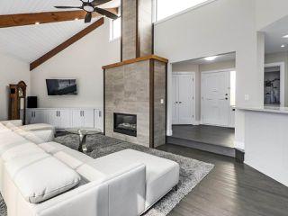 Photo 2: 281 CENTENNIAL Parkway in Delta: Boundary Beach House 1/2 Duplex for sale (Tsawwassen)  : MLS®# R2498112