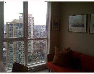 """Photo 6: 2204 1155 SEYMOUR Street in Vancouver: Downtown VW Condo for sale in """"BRAVA"""" (Vancouver West)  : MLS®# V740864"""