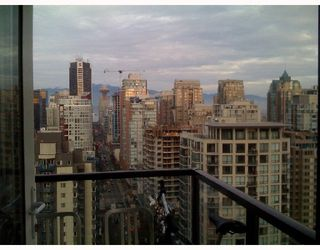 """Photo 2: 2204 1155 SEYMOUR Street in Vancouver: Downtown VW Condo for sale in """"BRAVA"""" (Vancouver West)  : MLS®# V740864"""
