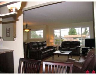 Photo 3: 15721 RUSSELL Avenue in White_Rock: White Rock House for sale (South Surrey White Rock)  : MLS®# F2908308