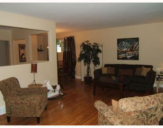 Photo 3: 455 HORTON Avenue West in WINNIPEG: Transcona Residential for sale (North East Winnipeg)  : MLS®# 2809840