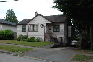Photo 2: 5260 ABERDEEN Street in Vancouver: Collingwood VE House for sale (Vancouver East)  : MLS®# R2399187