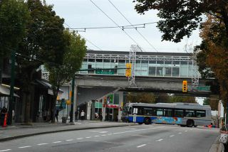 Photo 3: 5260 ABERDEEN Street in Vancouver: Collingwood VE House for sale (Vancouver East)  : MLS®# R2399187