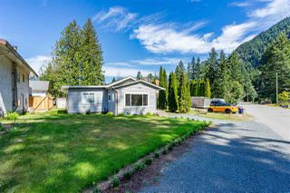 Photo 3: 63905 OLD YALE Road in Hope: Hope Silver Creek House for sale : MLS®# R2404086