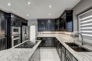 Photo 5: 864 SHAWNEE Drive SW in Calgary: Shawnee Slopes Detached for sale : MLS®# C4282551