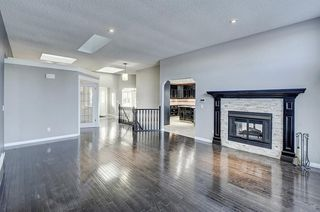 Photo 11: 864 SHAWNEE Drive SW in Calgary: Shawnee Slopes Detached for sale : MLS®# C4282551