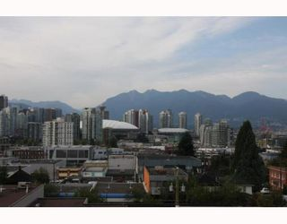 """Photo 2: 405 338 W 8TH Avenue in Vancouver: Mount Pleasant VW Condo for sale in """"LOFT 338"""" (Vancouver West)  : MLS®# V785630"""