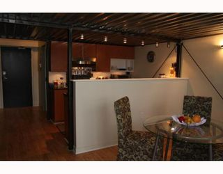 """Photo 7: 405 338 W 8TH Avenue in Vancouver: Mount Pleasant VW Condo for sale in """"LOFT 338"""" (Vancouver West)  : MLS®# V785630"""