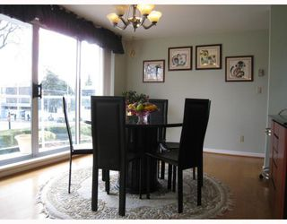 "Photo 6: # 2 2575 TOLMIE ST in Vancouver: Point Grey Condo for sale in ""POINT GREY TOWER"" (Vancouver West)  : MLS®# V804534"