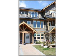 "Photo 1: 14 728 GIBSONS Way in Gibsons: Gibsons & Area Townhouse for sale in ""Island View Lanes"" (Sunshine Coast)  : MLS®# V828338"