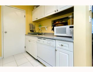 "Photo 7: 101 555 W 14TH Avenue in Vancouver: Fairview VW Condo for sale in ""CAMBRIDGE PLACE"" (Vancouver West)  : MLS®# V736986"