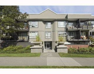 "Photo 1: 101 555 W 14TH Avenue in Vancouver: Fairview VW Condo for sale in ""CAMBRIDGE PLACE"" (Vancouver West)  : MLS®# V736986"