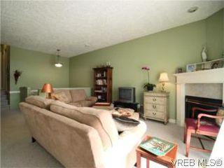 Photo 3: 655 Grenville Ave in VICTORIA: Es Rockheights Half Duplex for sale (Esquimalt)  : MLS®# 504942