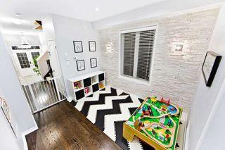 Photo 4: 18 Sussexvale Drive in Brampton: Sandringham-Wellington House (2 1/2 Storey) for sale : MLS®# W4779171
