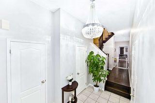 Photo 3: 18 Sussexvale Drive in Brampton: Sandringham-Wellington House (2 1/2 Storey) for sale : MLS®# W4779171