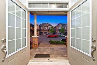 Photo 2: 18 Sussexvale Drive in Brampton: Sandringham-Wellington House (2 1/2 Storey) for sale : MLS®# W4779171