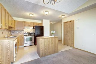 Photo 8: 206 SOMERVALE Point SW in Calgary: Somerset Row/Townhouse for sale : MLS®# A1019042