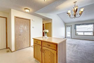 Photo 9: 206 SOMERVALE Point SW in Calgary: Somerset Row/Townhouse for sale : MLS®# A1019042