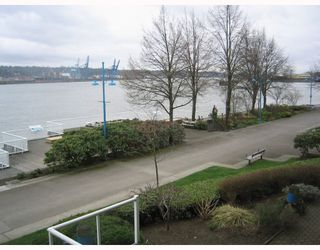 "Photo 9: 204 3 K DE K Court in New_Westminster: Quay Condo for sale in ""QUAYSIDE TERRACE"" (New Westminster)  : MLS®# V759422"