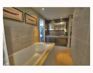 """Photo 10: 2003 717 JERVIS Street in Vancouver: West End VW Condo for sale in """"EMERALD WEST"""" (Vancouver West)  : MLS®# V768413"""