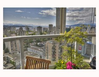 """Photo 3: 2003 717 JERVIS Street in Vancouver: West End VW Condo for sale in """"EMERALD WEST"""" (Vancouver West)  : MLS®# V768413"""