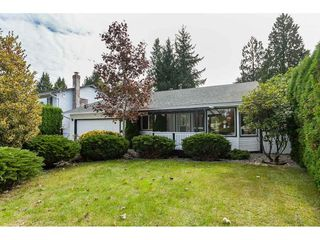 Photo 2: 15914 20 Avenue in Surrey: King George Corridor House for sale (South Surrey White Rock)  : MLS®# R2408538