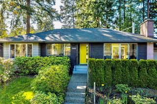 Photo 2: 2404 Alpine Cres in Saanich: SE Arbutus Single Family Detached for sale (Saanich East)  : MLS®# 837683