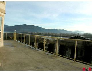 """Photo 3: 34764 PAKENHAM Place in Mission: Mission BC House for sale in """"RIVER BEND ESTATES"""" : MLS®# F2901312"""