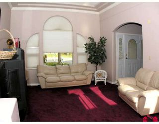 """Photo 5: 34764 PAKENHAM Place in Mission: Mission BC House for sale in """"RIVER BEND ESTATES"""" : MLS®# F2901312"""