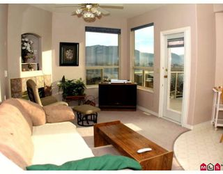 """Photo 8: 34764 PAKENHAM Place in Mission: Mission BC House for sale in """"RIVER BEND ESTATES"""" : MLS®# F2901312"""