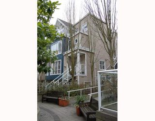 """Photo 1: 25 788 W 15TH Avenue in Vancouver: Fairview VW Townhouse for sale in """"16 WILLOWS"""" (Vancouver West)  : MLS®# V756826"""