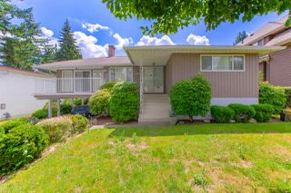 Photo 2: 1672 SPRICE Avenue in Coquitlam: Central Coquitlam House for sale : MLS®# R2389910