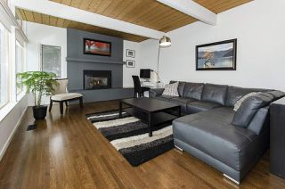 Photo 3: 526 SOMERSET Street in North Vancouver: Upper Lonsdale House for sale : MLS®# R2434481