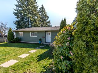 Photo 1: 568 Bambrick Pl in COMOX: CV Comox (Town of) House for sale (Comox Valley)  : MLS®# 837196