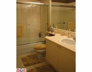 """Photo 10: 98 9208 208TH Street in Langley: Walnut Grove Townhouse for sale in """"CHURCHILL PARK"""" : MLS®# F1002251"""