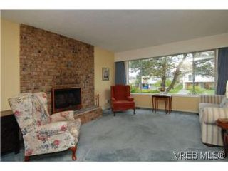 Photo 3: 1615 Hawthorne St in VICTORIA: SE Gordon Head House for sale (Saanich East)  : MLS®# 535961
